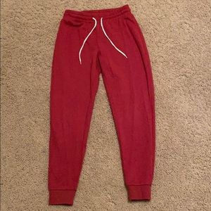 Red sweats with drawstring and pockets